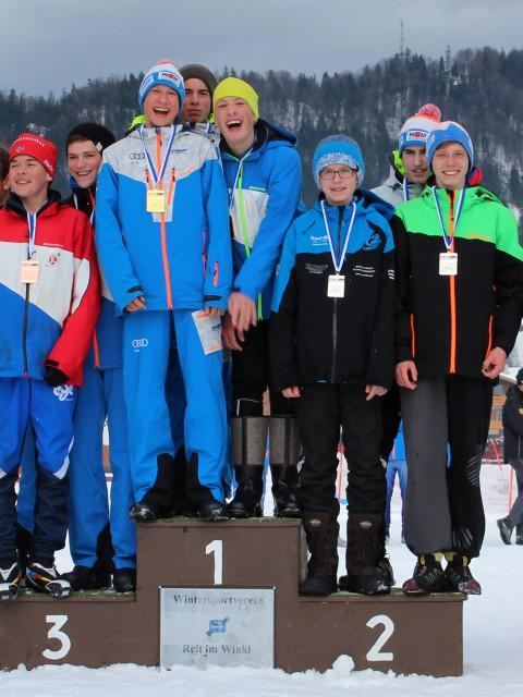 Siegerehrung Teamstaffel 2. Platz Marius Kastner (SC Neubau) mit Lukas Manske (WSV O) und Max Schmidt (WSV W)