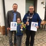 Saskia und Markus gemeinsam mit 1. Bgm. Axel Herrman bei der Preisverleihung in Oberwarmensteinach